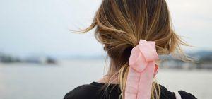 Cinco accesorios para adornar tus peinados navideños