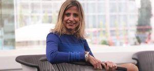 Lola Solana publica su primera novela 'La Cruz de Madera'